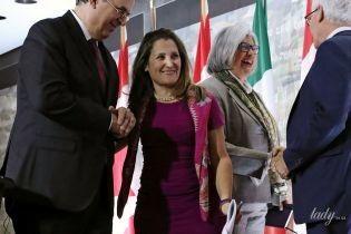Повторила образ: міністр закордонних справ Канади одягла на прес-конференцію коротку сукню