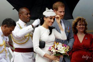 Новый образ и конфуз на красной дорожке: герцогиня Меган и принц Гарри прилетели на Фиджи