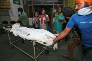 На религиозном празднике в Индии поезд влетел в толпу – десятки погибших