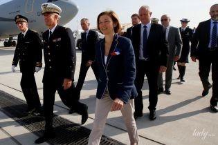 В стильном жакете и светлых брюках: министр обороны Франции Флоранс Парли на военной базе