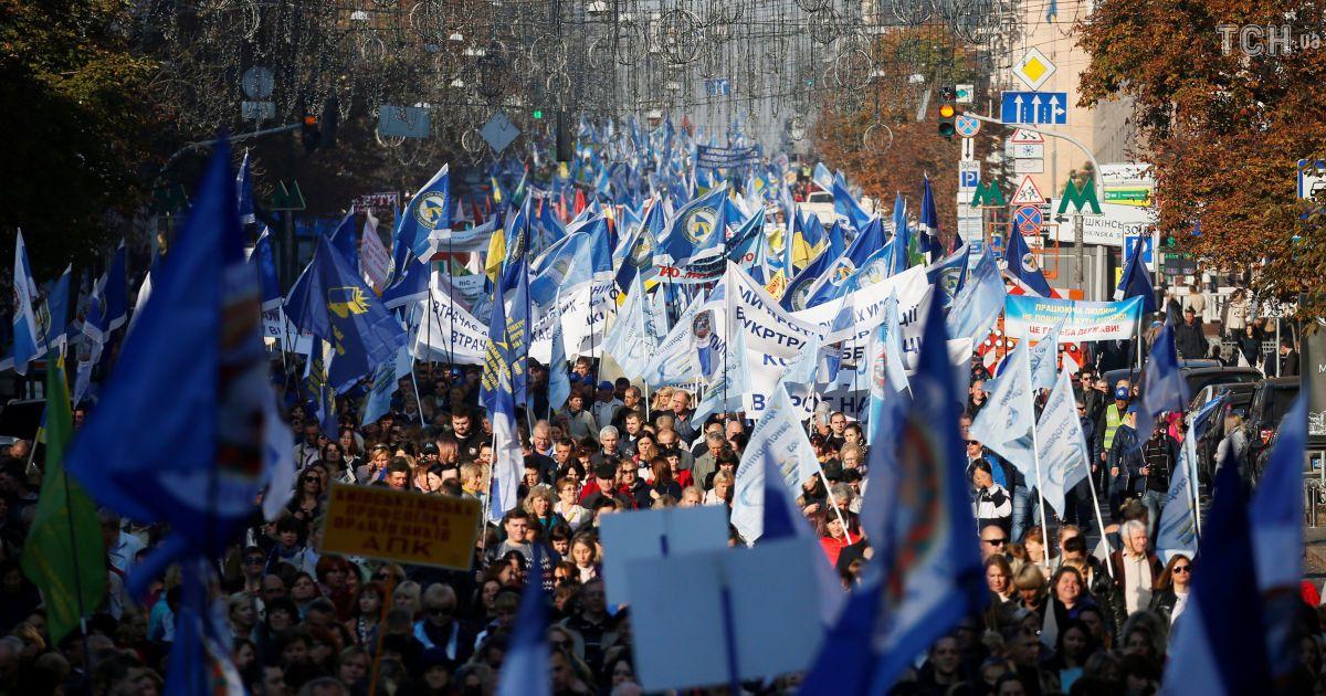 Центр Киева остановился в огромных пробках из-за многотысячного протеста профсоюзов