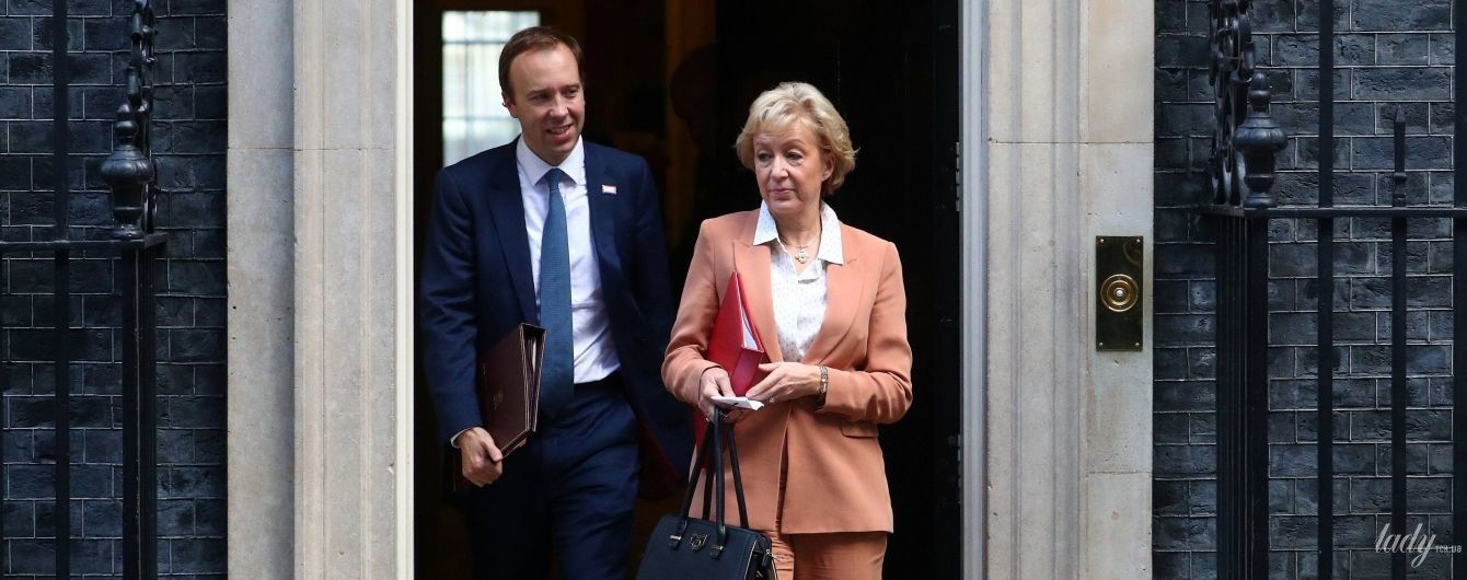 В костюме лососевого цвета: новый образ лидера британской Палаты общин