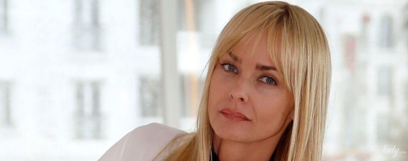 """Выглядит великолепно: 48-летняя """"девушка Бонда"""" удивила внешним видом на фотоколле в Каннах"""