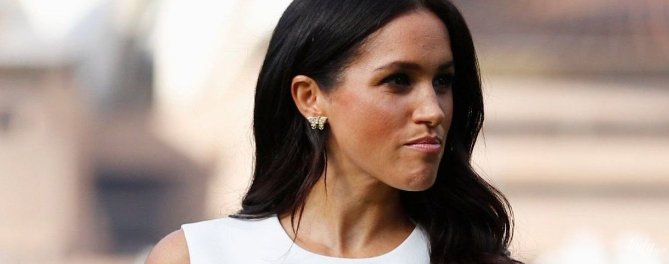 А живіт вже видно: герцогиня Сассекська вузькою білою сукнею підкреслила свій цікавий стан