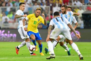 Сборная Бразилии на последней минуте вырвала победу у Аргентины в принципиальном дерби