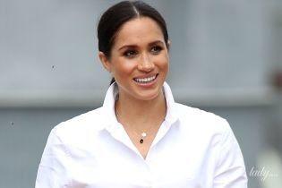 В белой рубашке и брюках-скинни: беременная герцогиня Сассекская вышла на публику в демократичном образе