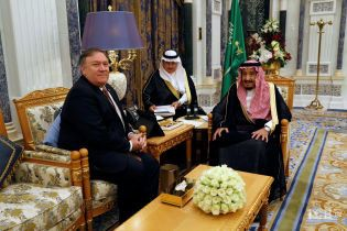 Помпео встретился с саудовским королем для обсуждения дела пропавшего журналиста Хашогги
