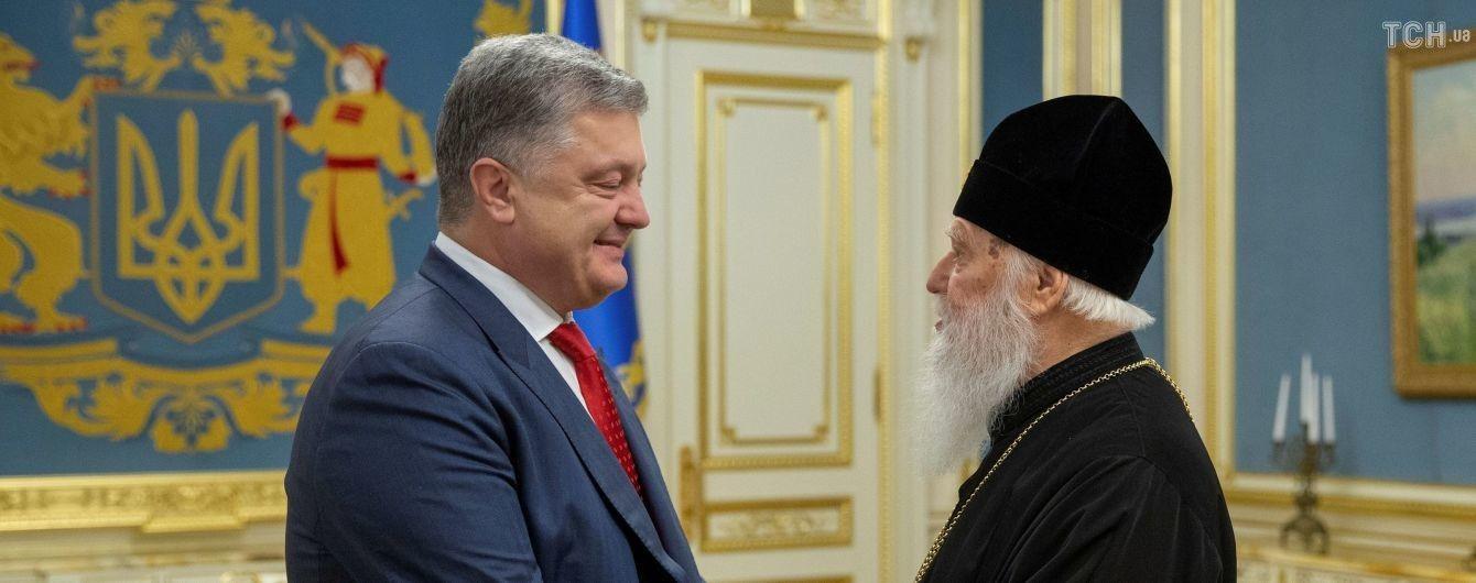 Порошенко закликав зібратися на Софіївському майдані і помолитися за автокефалію