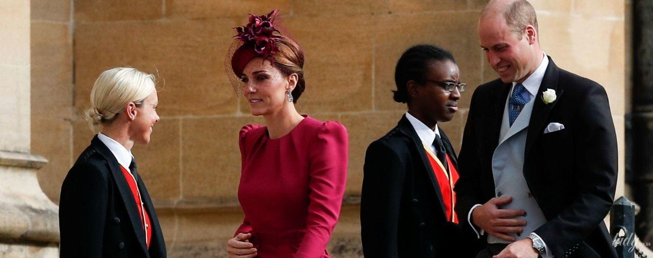 Выглядит прекрасно: герцогиня Кембриджская в платье цвета фуксии и шляпке с вуалью на королевской свадьбе
