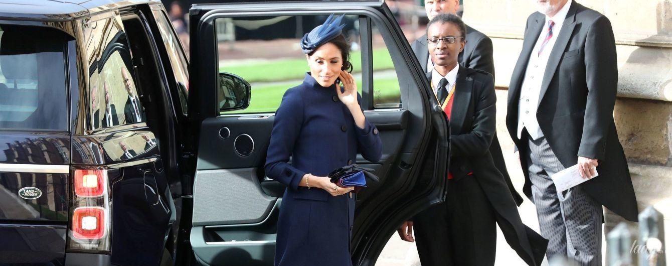 В наряде от Givenchy и экстравагантной шляпке: герцогиня Сассекская Меган в красивом образе прибыла на королевскую свадьбу