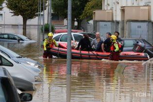 Руйнівна повінь на півдні Франції вбила вже 13 осіб