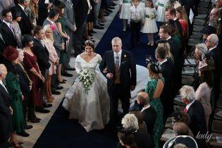 Королева одобрила: принц Эндрю рассказал, как его дочь принцесса Евгения выбирала свое откровенное свадебное платье