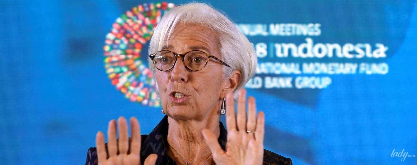 В жакете с принтом и лаконичных серьгах: глава Международного валютного фонда на Бали