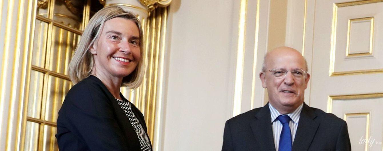 В коротком платье и на каблуках: глава дипломатии ЕС Федерика Могерини сверкнула стройными коленками