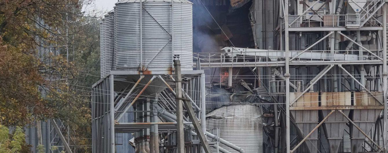 На складе возле Ични продолжает снижаться интенсивность взрывов - Минобороны