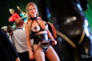 Игрушки для взрослых и скандальная порнозвезда. В Берлине стартовала масштабная эротическая выставка