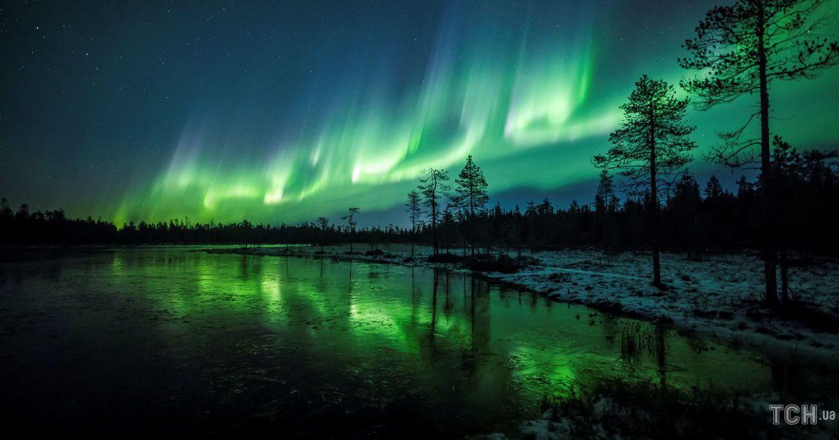 Казкове смарагдове небо. Reuters опублікувало видовищні фото полярного сяйва