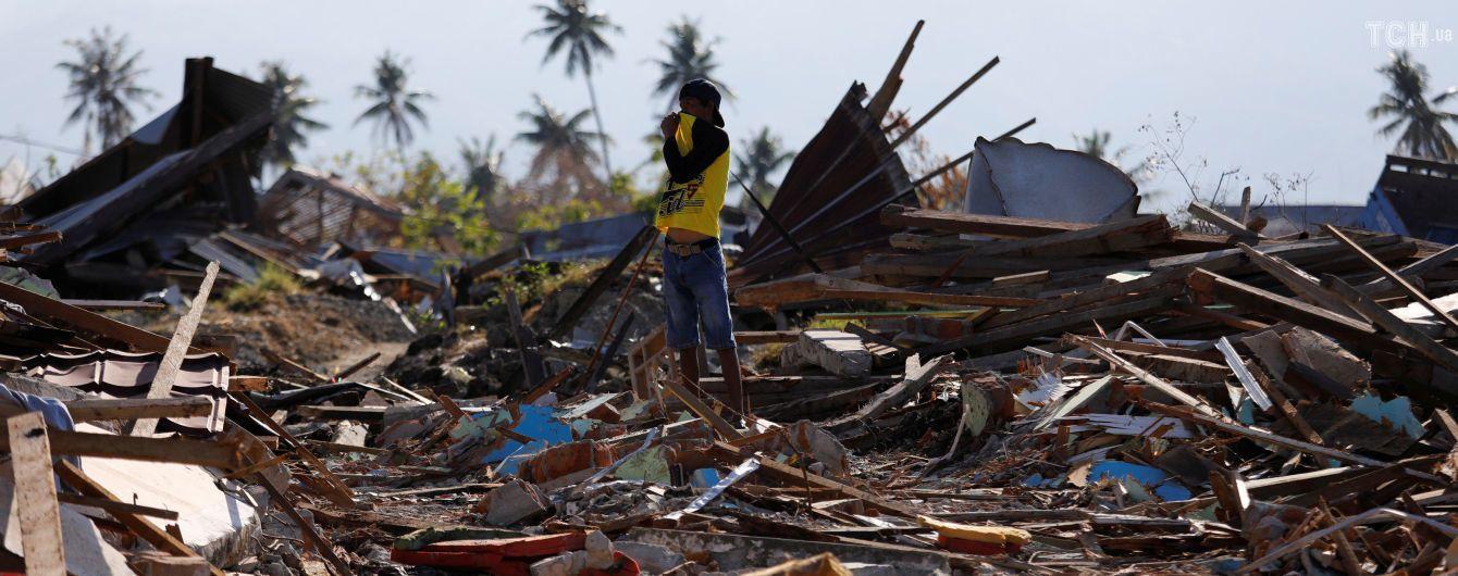 Количество жертв от землетрясения и цунами в Индонезии уже почти достигло двух тысяч человек