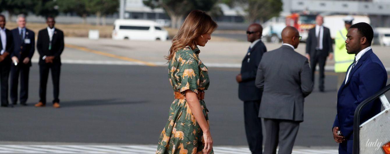 Мелания Трамп в эффектном платье с разрезом сверкнула стройными ногами
