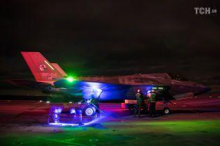 Они еще и светятся! Появились фото первых ночных испытаний истребителей F-35
