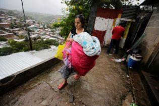Атака стихии: 12 человек погибли и тысячи пострадали в результате мощных ливней в Центральной Америке