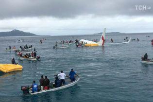 В Микронезии во время посадки в океан упал пассажирский самолет