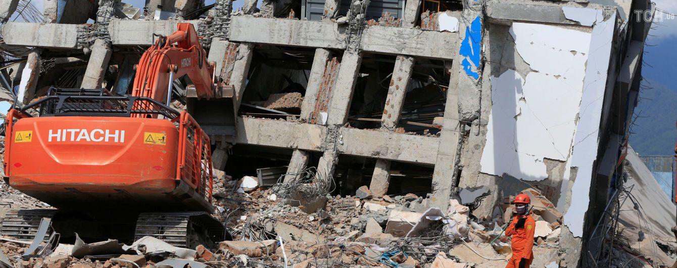 После землетрясения в Индонезии под завалами церкви нашли тела 34 детей