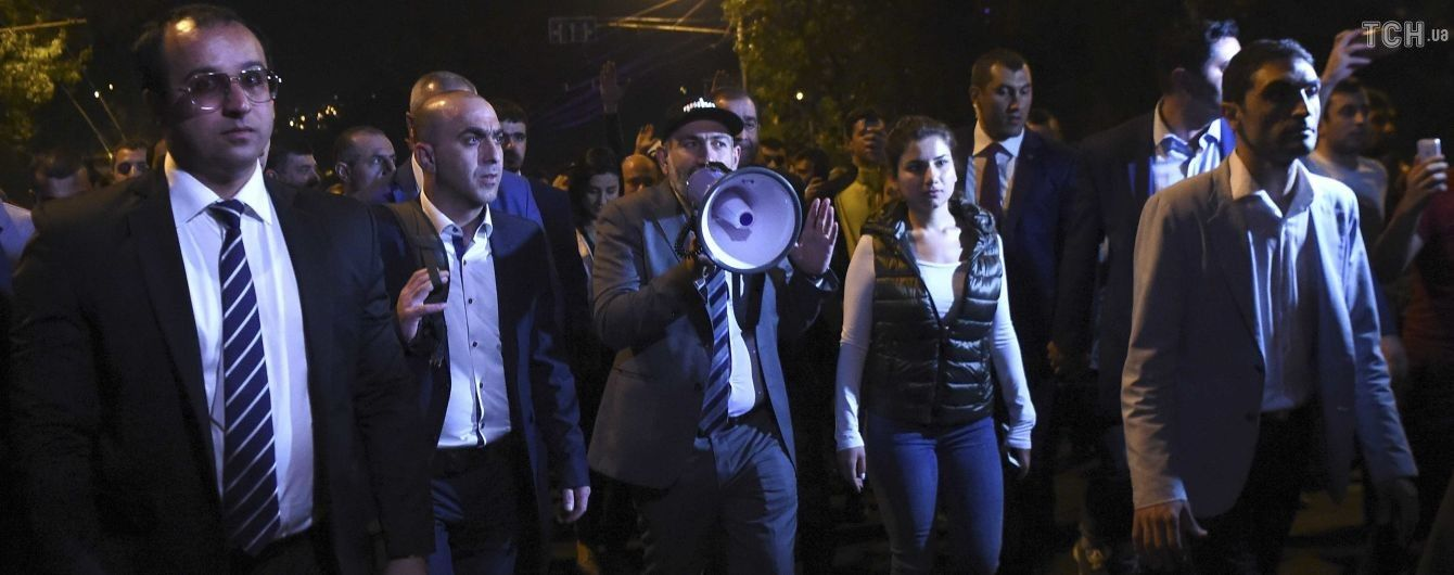 Після масових протестів у Єревані президент Вірменії звільнив шістьох міністрів