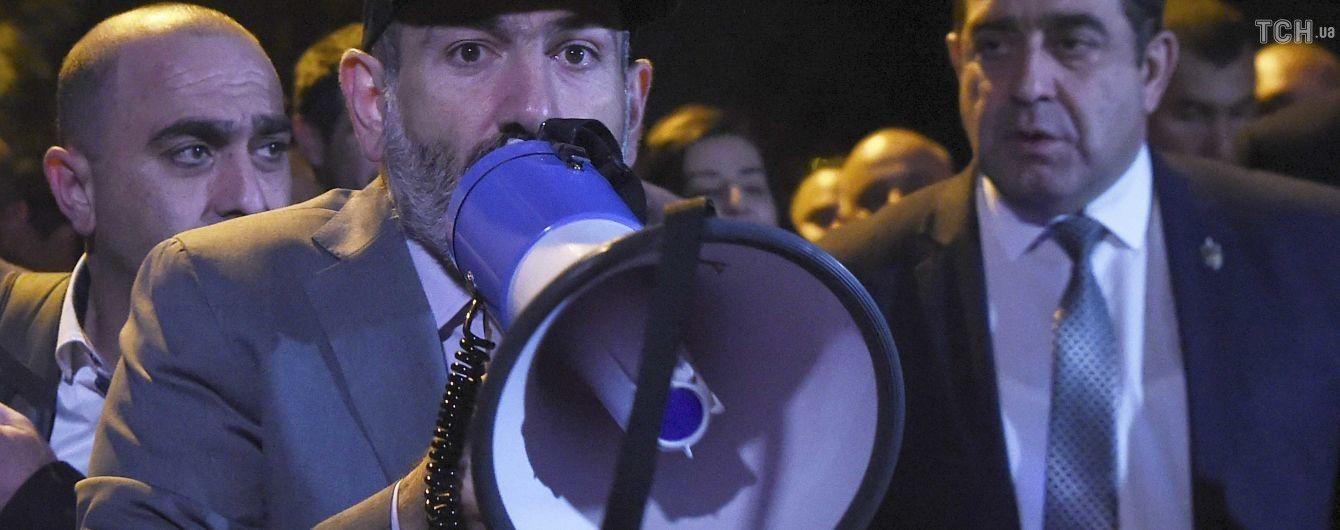 Митинг в Армении и перехват подозрительных пакетов для высокопоставленных лиц США. Пять новостей, которые вы могли проспать