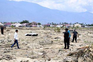 На постраждалому від землетрусу і цунамі індонезійському острові прокинувся вулкан, кількість жертв знову зросла. Інфографіка