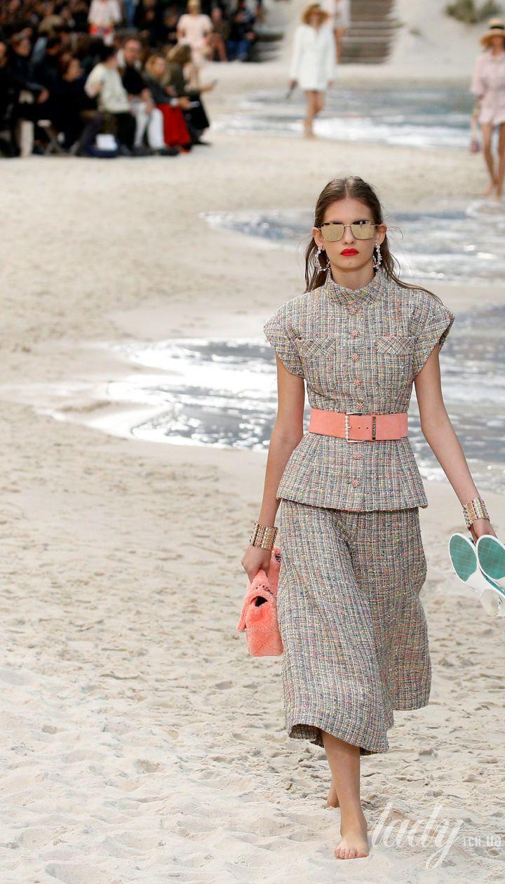 Коллекция Chanel прет-а-порте сезона весна-лето 2019   Reuters  Полноэкранный режим d160be32996