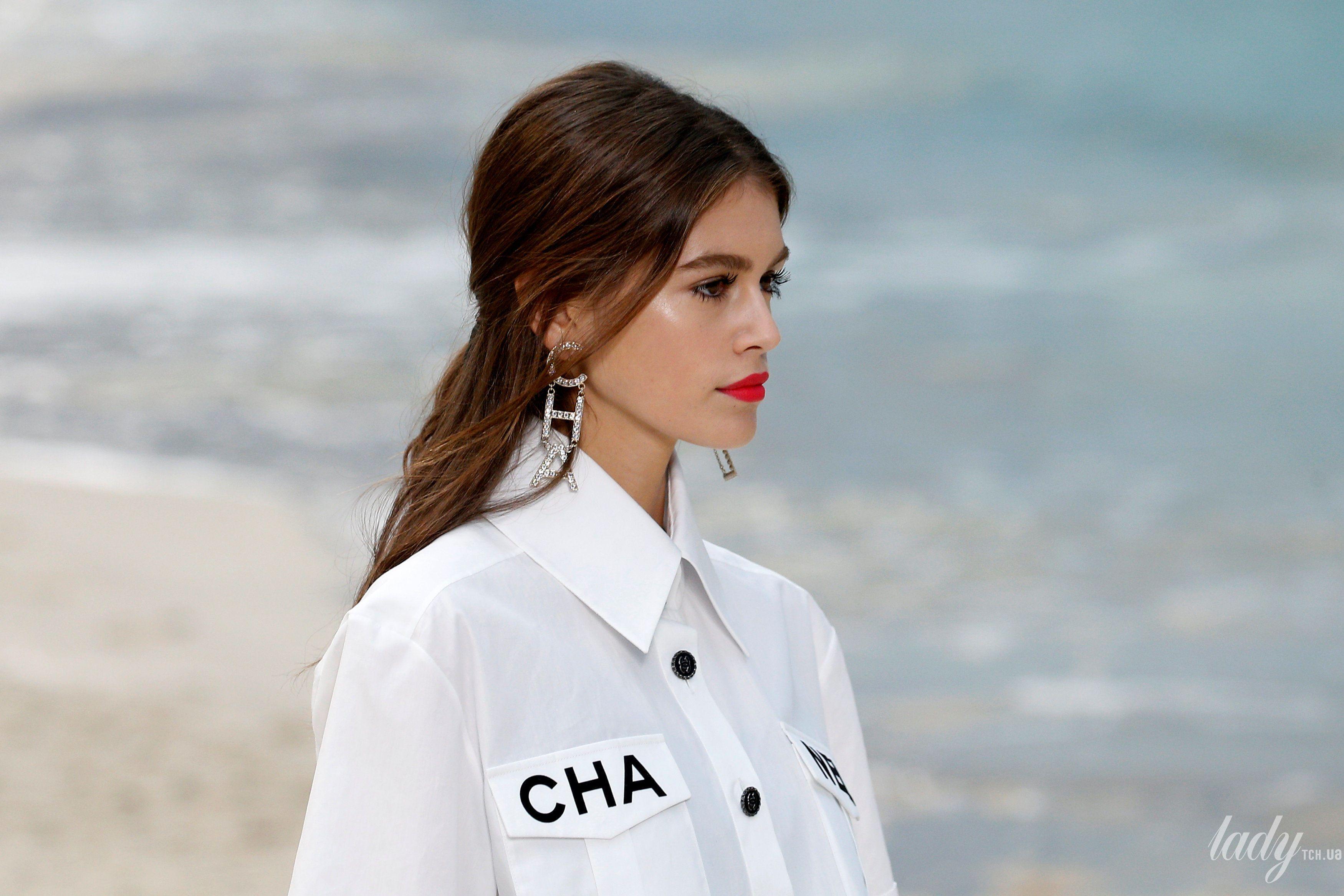 Скромно, але стильно  Ванесса Параді відвідала феєричне шоу Chanel в ... 15241386f7a