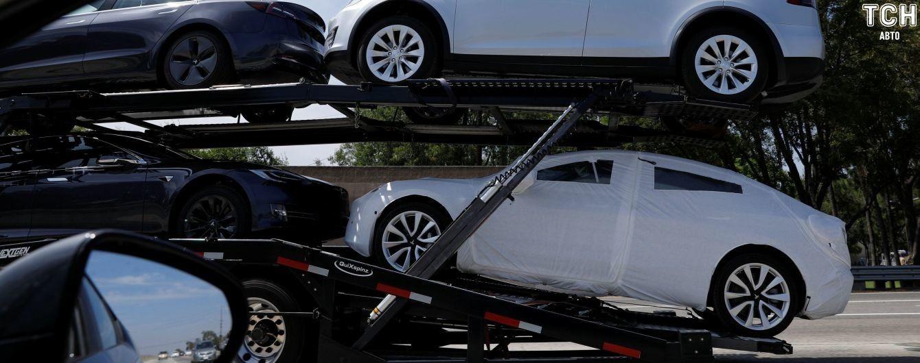 Tesla змушена розпочати виробництво автовозів