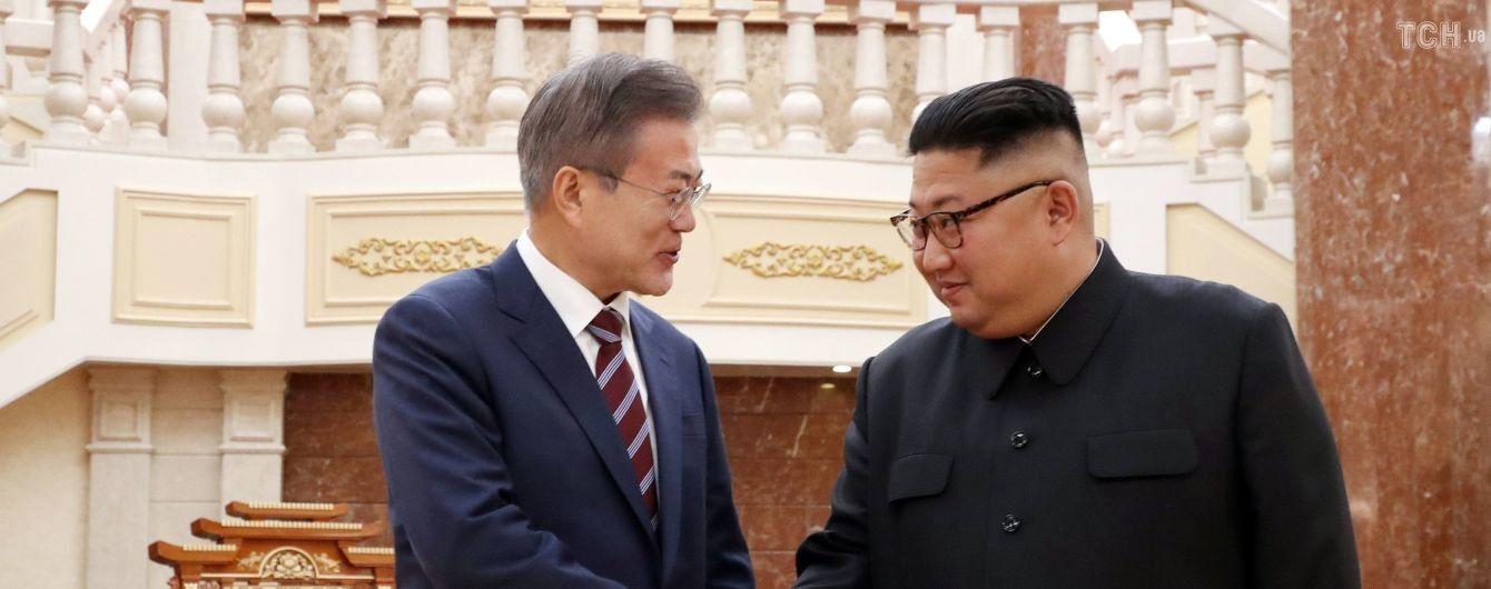 Ким Чен Ын подарил двух собак президенту Южной Кореи
