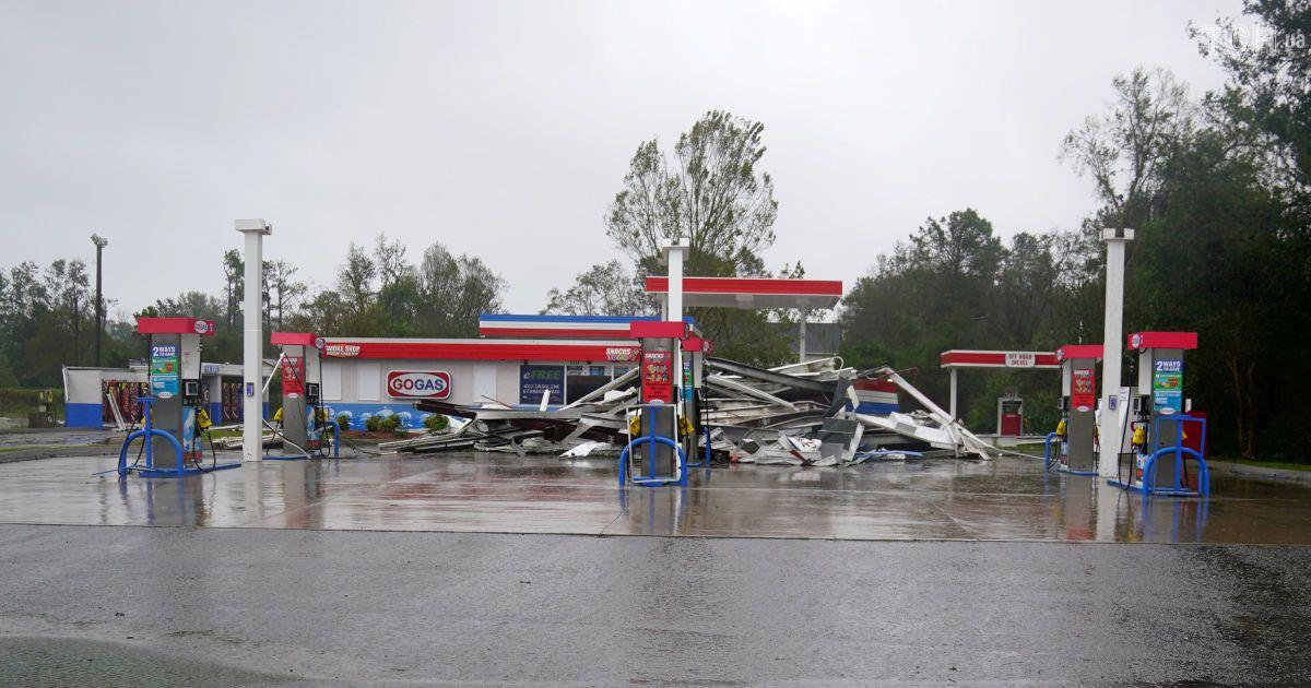 """Знищені будинки та вулиці-ріки: у США атакував ураган """"Флоренс"""""""