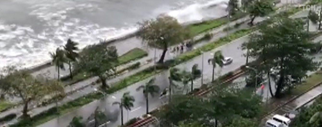 Кількість загиблих внаслідок потужного тайфуну на Філіппінах збільшилася до 14 осіб