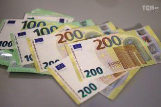 В Германии впервые показали новые банкноты 100 и 200 евро