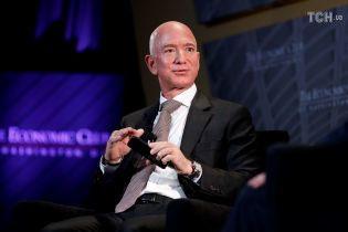 """Самый богатый бизнесмен мира """"обеднел"""" почти на 20 млрд долларов за два дня, но не сдал позиций"""