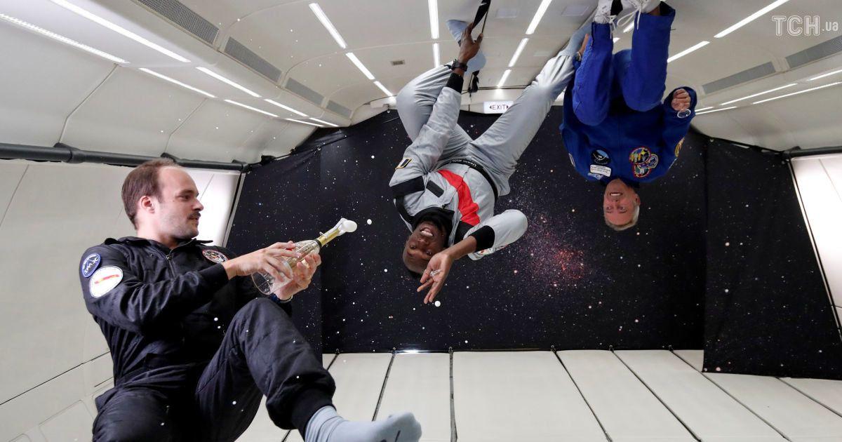 Космічне шампанське та прогулянки стелею: як спортсмени і космонавти розважаються у невагомості