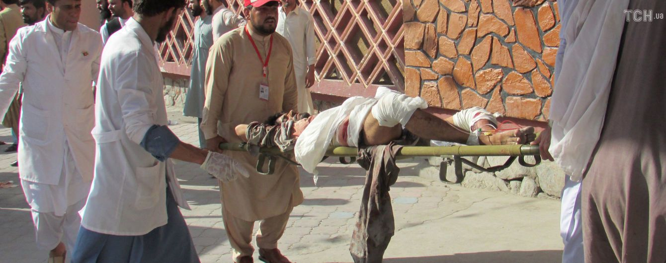 В Афганистане смертник взорвал себя в толпе людей: более полутора сотен погибших и раненых