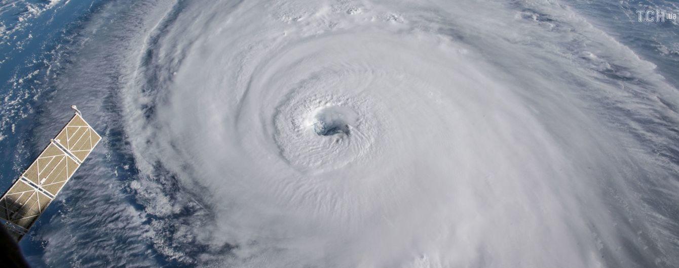 """Ураган """"Флоренс"""", который угрожает восточному побережью США, ослабел"""
