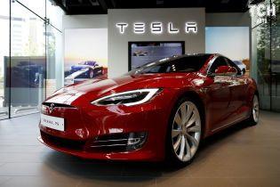"""Електрокари Tesla почали """"пукати"""" після оновлення"""