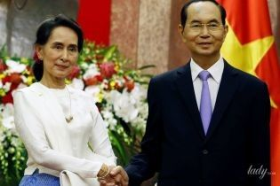 Не така, як завжди: державний радник М'янми одягла на зустріч костюм в європейському стилі
