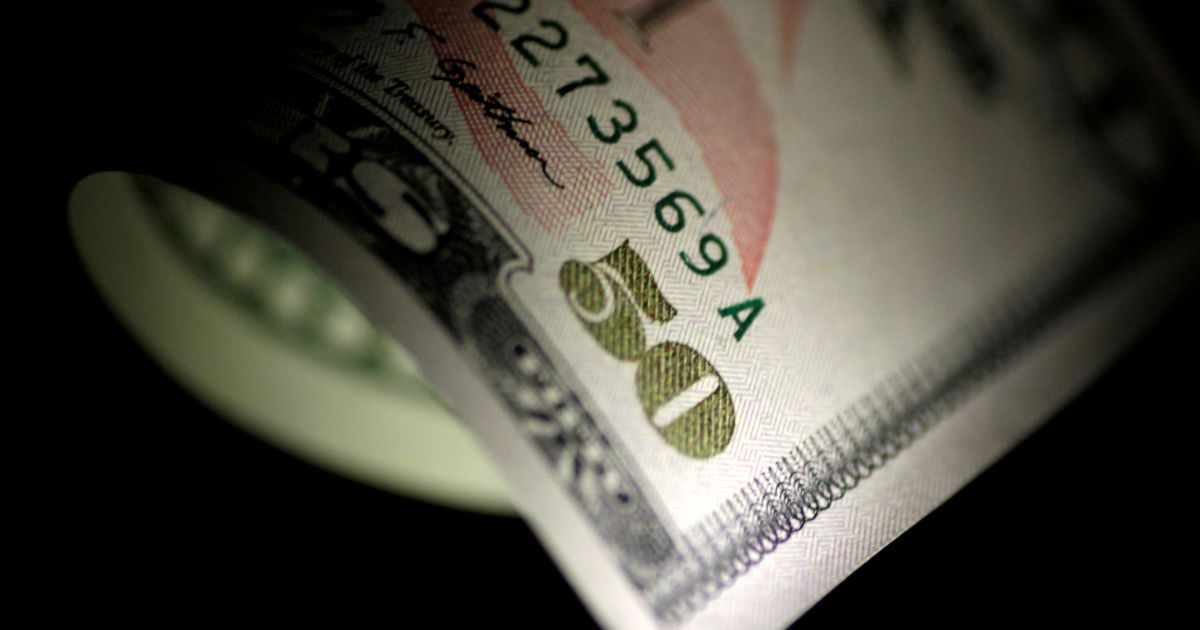 В ожидании новых санкций. Российские бизнесмены готовятся работать без доллара