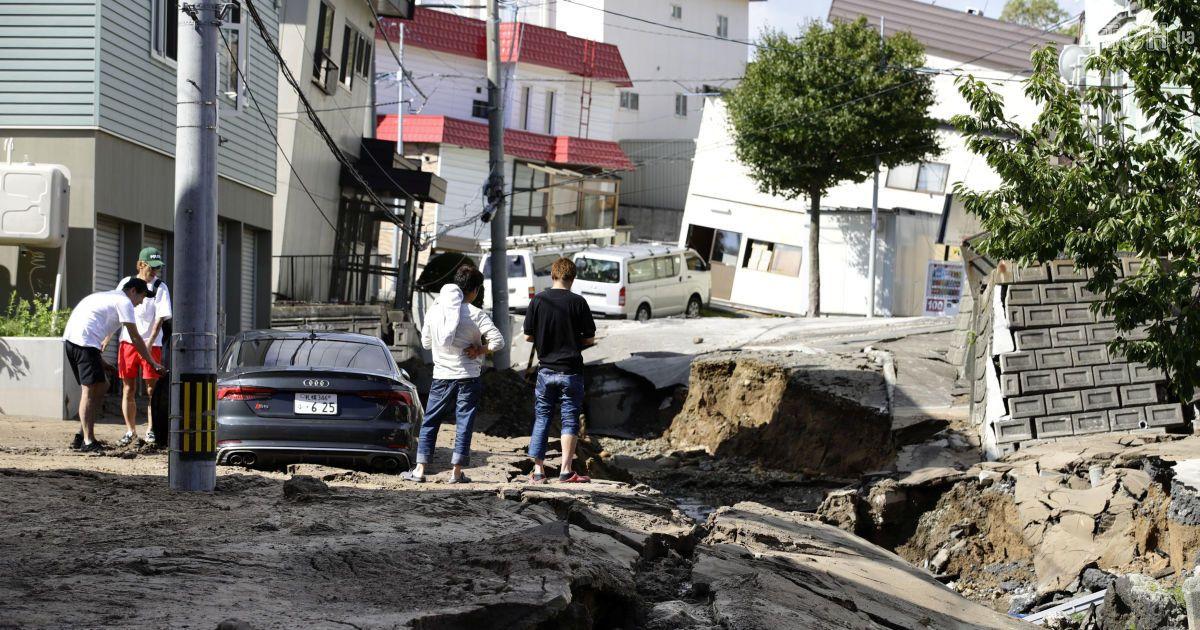Японию сотрясли два землетрясения