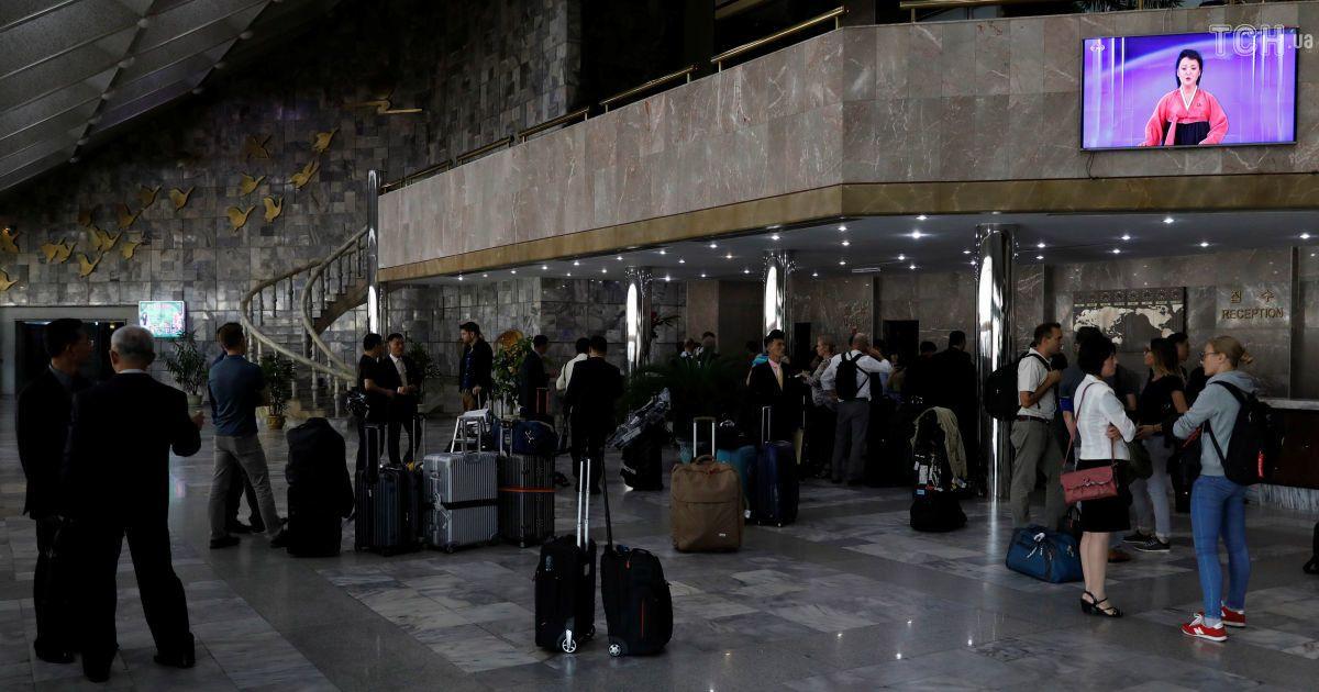Подсветка 105-этажного отеля и иностранные СМИ: в КНДР готовятся к 70-летию основания государства