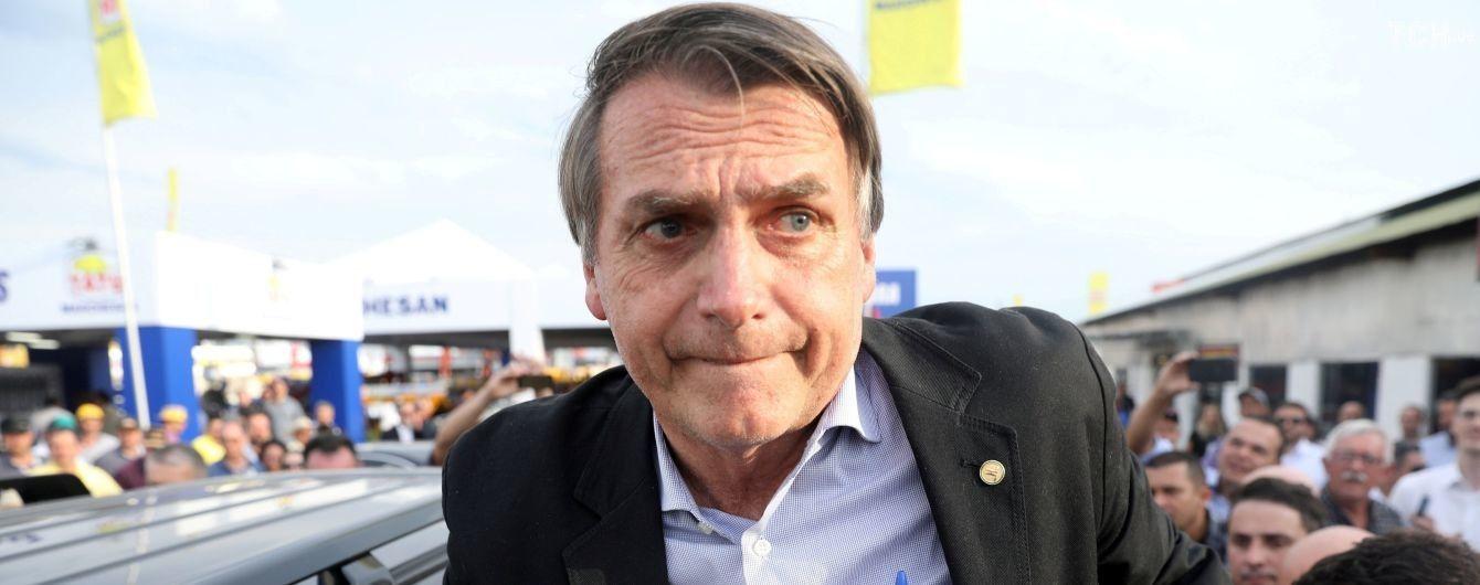 В Бразилии на митинге порезали ножом фаворита президентских выборов