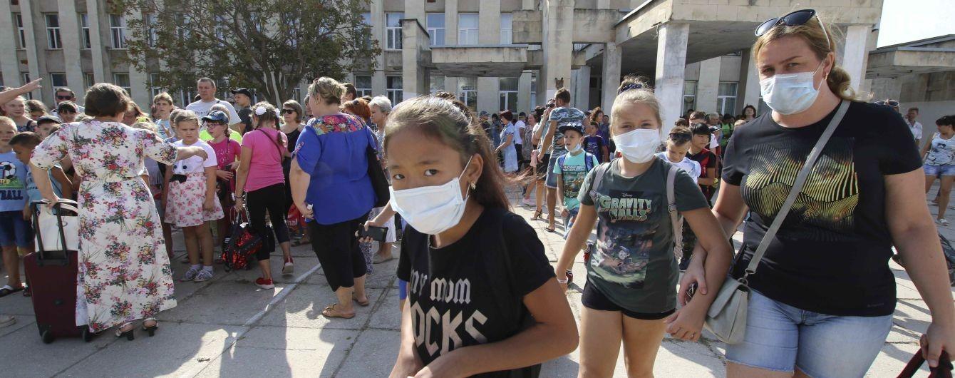 Екокатастрофа у Криму. Дві сотні дітей з прилеглої до півострова території вивезли на оздоровлення