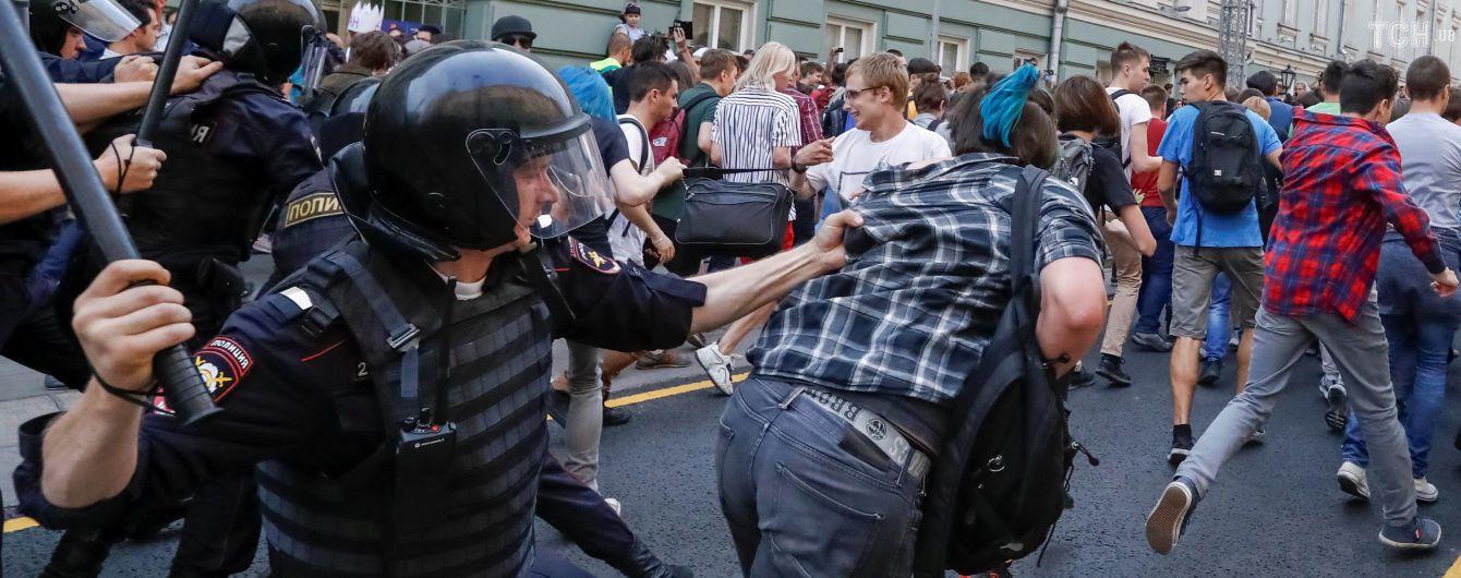 """""""Все законно"""". У Кремлі прокоментували затримання підлітків та журналістів на протестах в РФ"""