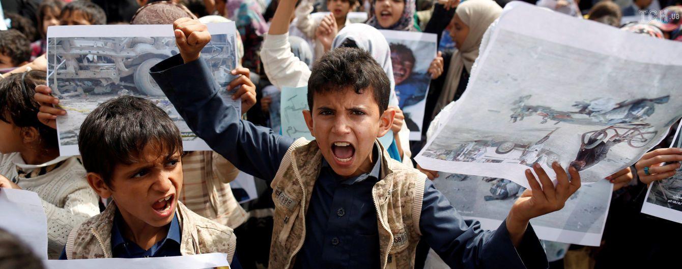 В Йемене каждые 10 минут умирает ребенок, потому что продукты заблокированы в портах